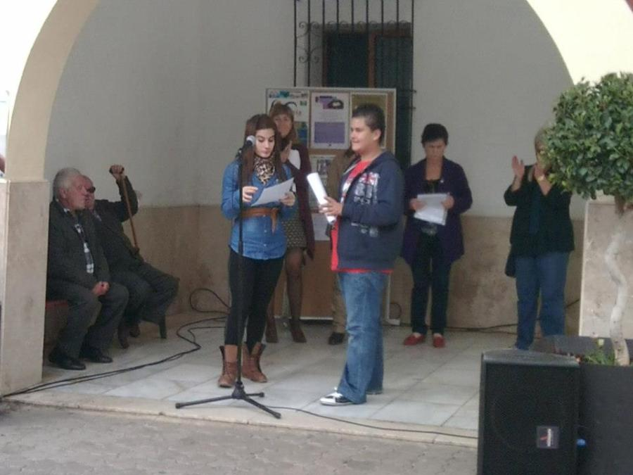Los alumnos de nuestro instituto participaron el pasado día 26 de Noviembre en las actividades programadas por el Excmo. Ayuntamiento de Viator, contra la violencia de género.Nuestros alumnos leyeron un manifiesto.