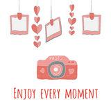 girlnda-de-la-cámara-de-corazones-y-de-fotos-disfrute-de-cada-letras-del-momento-49241009